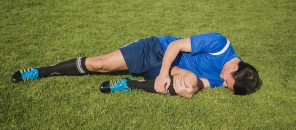 2884_jugador-futbol-lesionado-tiene-dolor_23-2147644581